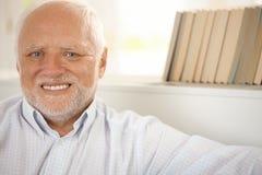 Πορτρέτο του ευτυχούς συνταξιούχου Στοκ φωτογραφίες με δικαίωμα ελεύθερης χρήσης
