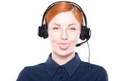 Πορτρέτο του ευτυχούς χαμογελώντας εύθυμου τηλεφωνικού χειριστή υποστήριξης Στοκ φωτογραφία με δικαίωμα ελεύθερης χρήσης