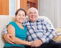 Πορτρέτο του ευτυχούς ώριμου ζεύγους από κοινού Στοκ Εικόνες