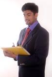 Πορτρέτο του εύθυμου επιχειρηματία που κάνει τις σημειώσεις Στοκ Εικόνα