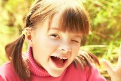 Πορτρέτο του εύθυμου κοριτσιού στοκ φωτογραφία με δικαίωμα ελεύθερης χρήσης
