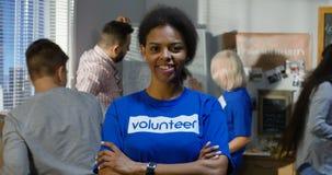 Πορτρέτο του θηλυκού εθελοντή φιλμ μικρού μήκους