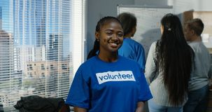 Πορτρέτο του θηλυκού εθελοντή απόθεμα βίντεο