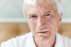 Πορτρέτο του θλιβερού ανώτερου ατόμου Στοκ Εικόνες