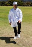 Πορτρέτο του κάνοντας σήμα ποδιού εποπτών γρύλων αντίο την ηλιόλουστη ημέρα στοκ εικόνες