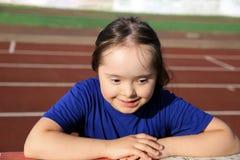 Πορτρέτο του κάτω χαμόγελου κοριτσιών συνδρόμου Στοκ Εικόνες