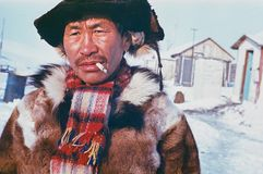 Πορτρέτο του καπνίζοντας ατόμου των ιθαγενών Chukchi Στοκ φωτογραφίες με δικαίωμα ελεύθερης χρήσης