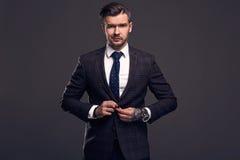 Πορτρέτο του κομψού βάναυσου ατόμου σε ένα κοστούμι μαλλιού Στοκ φωτογραφία με δικαίωμα ελεύθερης χρήσης