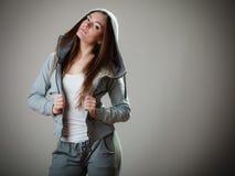 Πορτρέτο του κοριτσιού εφήβων στη με κουκούλα μπλούζα Στοκ φωτογραφίες με δικαίωμα ελεύθερης χρήσης