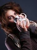Πορτρέτο του κοριτσιού με ένα φλυτζάνι Στοκ φωτογραφία με δικαίωμα ελεύθερης χρήσης