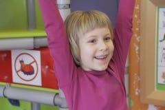 Πορτρέτο του κοριτσιού με τα μπλε μάτια Στοκ Φωτογραφίες