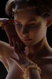 Πορτρέτο του κοριτσιού στο κόσμημα στοκ εικόνες