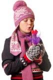 Πορτρέτο του κοριτσιού στο χειμερινό ιματισμό της συγκίνησης Στοκ Φωτογραφία