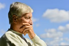 Πορτρέτο του λυπημένου ανώτερου ατόμου Στοκ Εικόνα