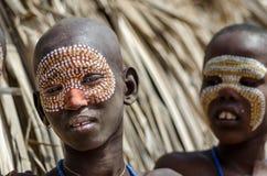 Πορτρέτο του μη αναγνωρισμένου αγοριού από τη φυλή Arbore, Αιθιοπία Στοκ Φωτογραφία