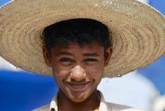 Πορτρέτο του μη αναγνωρισμένου νεαρού άνδρα που φορά ένα καπέλο αχύρου σε Taizz, Υεμένη Στοκ Εικόνες