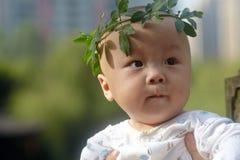 Πορτρέτο του μικρού παιδιού με το στεφάνι Στοκ Εικόνα