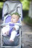Πορτρέτο του μικρού παιδιού με το στεφάνι Στοκ φωτογραφία με δικαίωμα ελεύθερης χρήσης