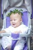 Πορτρέτο του μικρού παιδιού με το στεφάνι Στοκ φωτογραφίες με δικαίωμα ελεύθερης χρήσης