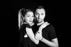 Πορτρέτο του μοντέρνου νέου ζεύγους, της όμορφης γυναίκας και του όμορφου άνδρα Στοκ φωτογραφία με δικαίωμα ελεύθερης χρήσης