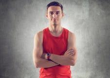 Πορτρέτο του μυϊκού νέου όμορφου αθλητικού τύπου στοκ φωτογραφία με δικαίωμα ελεύθερης χρήσης
