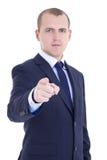 Πορτρέτο του νέου επιχειρησιακού ατόμου που δείχνει σε σας που απομονώνεστε στο λευκό Στοκ φωτογραφία με δικαίωμα ελεύθερης χρήσης