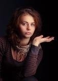 Πορτρέτο του νέου περίλυπου κοριτσιού Στοκ Φωτογραφία