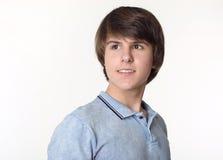Πορτρέτο του νέου όμορφου ατόμου, έφηβος που απομονώνεται στο στούντιο W Στοκ φωτογραφία με δικαίωμα ελεύθερης χρήσης