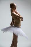 Πορτρέτο του νέου ballerina στο άσπρο tutu στοκ φωτογραφία