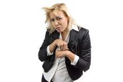 Πορτρέτο του ξανθού ανόητου επιχειρησιακών γυναικών γύρω Στοκ εικόνες με δικαίωμα ελεύθερης χρήσης