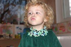 Πορτρέτο του ξανθού κοριτσιού τρίχας Στοκ Φωτογραφία