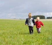 Πορτρέτο του ξανθών αγοριού και του κοριτσιού Στοκ εικόνες με δικαίωμα ελεύθερης χρήσης