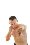 Πορτρέτο του σοβαρού μπόξερ αθλητικών τύπων fihter στη θέση πάλης Στοκ φωτογραφία με δικαίωμα ελεύθερης χρήσης