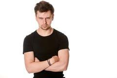 Πορτρέτο του σοβαρού νεαρού άνδρα, που εξετάζει την έκφραση, οριζόντια Στοκ Εικόνες