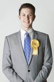 Πορτρέτο του φιλελεύθερου πολιτικού δημοκρατών που φορά την κίτρινη ροζέτα Στοκ φωτογραφίες με δικαίωμα ελεύθερης χρήσης