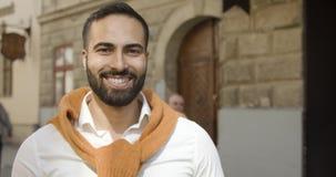 Πορτρέτο του χαμογελώντας ατόμου απόθεμα βίντεο