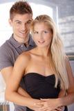 Πορτρέτο του χαμογελώντας νέου ζεύγους Στοκ Εικόνες