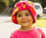 Πορτρέτο του χαριτωμένου μικρού κοριτσιού με τα μεγάλα μάτια Στοκ Φωτογραφίες