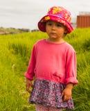 Πορτρέτο του χαριτωμένου μικρού κοριτσιού με τα μεγάλα μάτια Στοκ φωτογραφίες με δικαίωμα ελεύθερης χρήσης