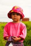 Πορτρέτο του χαριτωμένου μικρού κοριτσιού με τα μεγάλα μάτια Στοκ Εικόνες