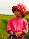 Πορτρέτο του χαριτωμένου μικρού κοριτσιού με τα μεγάλα μάτια Στοκ φωτογραφία με δικαίωμα ελεύθερης χρήσης