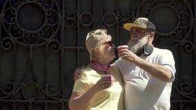 Πορτρέτο του χαριτωμένου ώριμου ζεύγους απόθεμα βίντεο