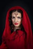 Πορτρέτο του χορευτή κοιλιών στο κόκκινο κοστούμι Στοκ Εικόνα