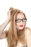 Πορτρέτο του όμορφου αμήχανου κοριτσιού στα γυαλιά. στοκ εικόνες με δικαίωμα ελεύθερης χρήσης