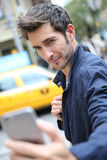 Πορτρέτο του όμορφου ατόμου στη Νέα Υόρκη στοκ φωτογραφίες