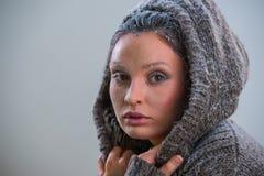 Πορτρέτο του όμορφου κοριτσιού με τον παγετό στο πρόσωπο Στοκ Εικόνα