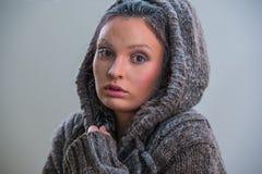 Πορτρέτο του όμορφου κοριτσιού με τον παγετό στο πρόσωπο Στοκ φωτογραφίες με δικαίωμα ελεύθερης χρήσης