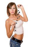 Πορτρέτο του όμορφου κοριτσιού στα σορτς άσπρων κορυφών και τζιν Στοκ Εικόνες