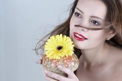 Πορτρέτο του όμορφου κοριτσιού στοκ εικόνα με δικαίωμα ελεύθερης χρήσης