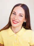 Πορτρέτο του όμορφου κοριτσιού brunnette Στοκ Εικόνες